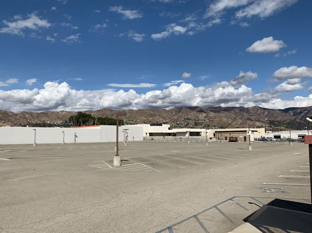 Avon Studio Parking - Burbank Airport Lot B - 5